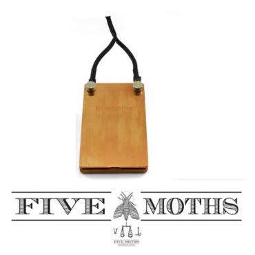 Pedal Nostalgia plano Five Moths mediano